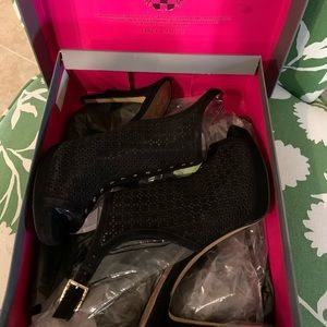 Vince Camuto black heels- Sz 10